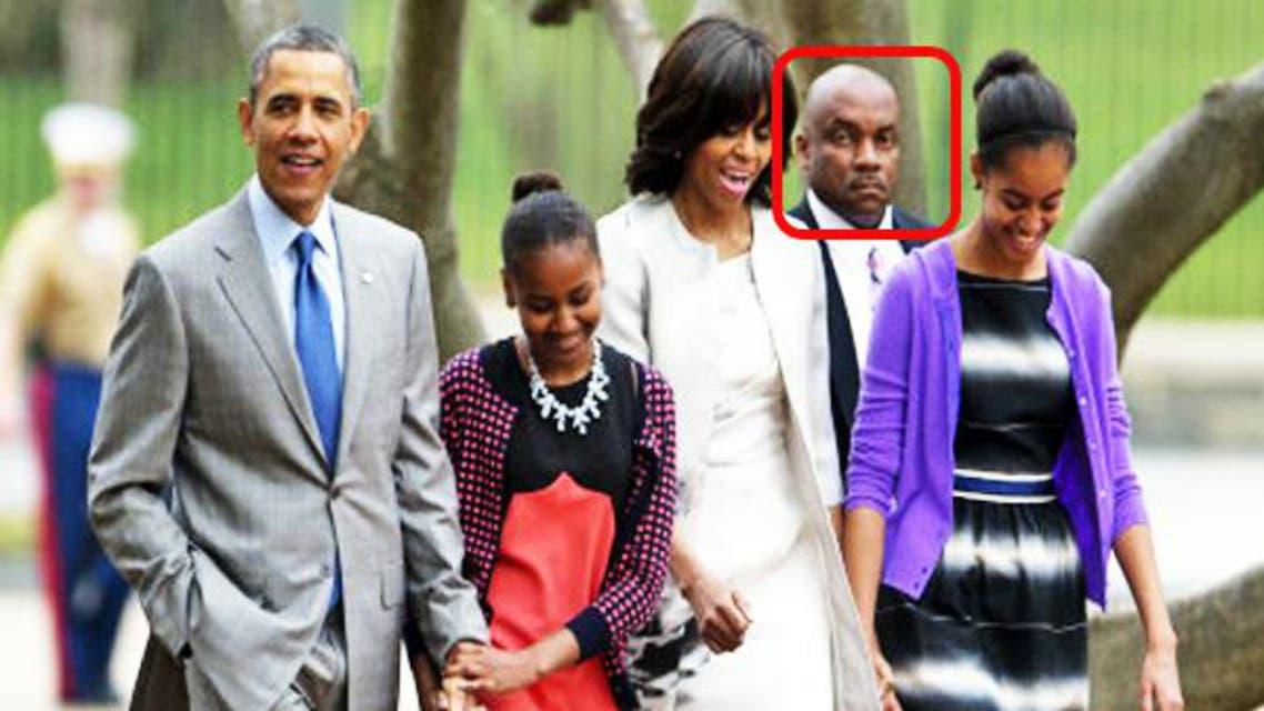 عائلة اوباما برفقة حارس شخصي