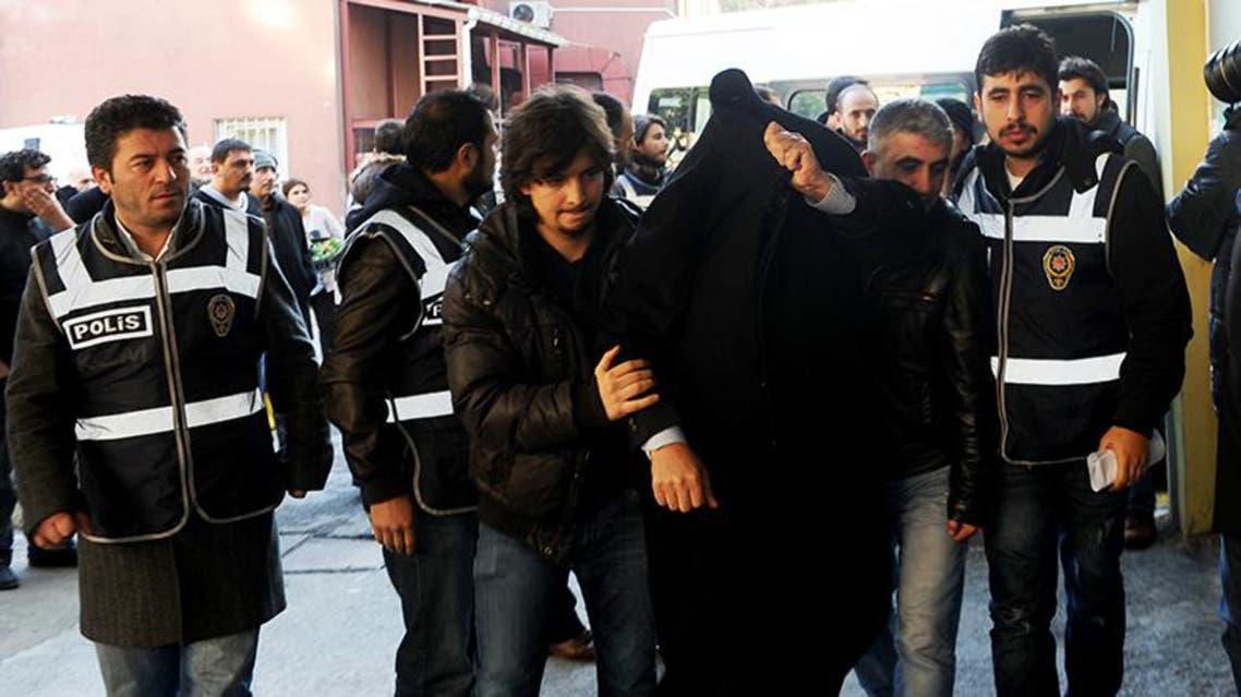 عملية اعتقال مشتبه في سلسلة مداهمات متعلقة بقضايا فساد واعتقال رجال أعمال كبار قريبين من اردوغان