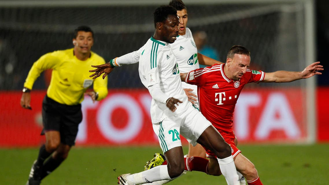 Kouko Guehi (L) of Morocco's Raja Casablanca fights for the ball with Franck Ribery of Germany's Bayern Munich during their 2013 FIFA Club World Cup final soccer match at Marrakech stadium Dec. 21, 2013. Reuters