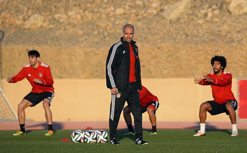 غوارديولا يشرف على تمرين فريقه