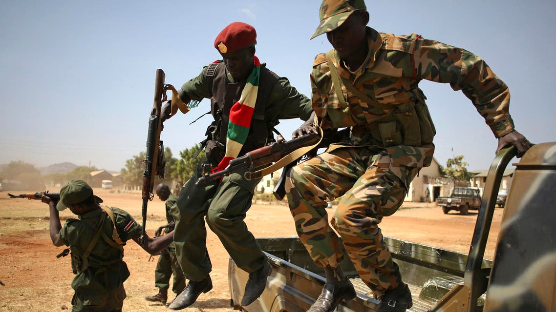 SPLA soldiers jump from a vehicle in Juba December 21, 2013.