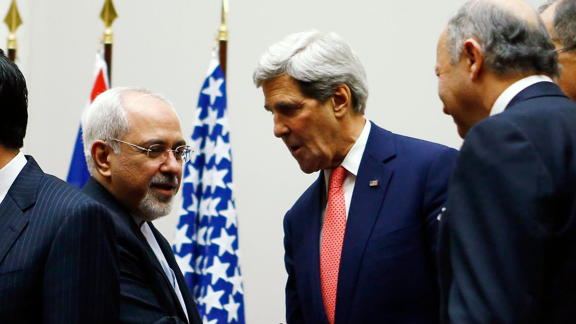 U.S. Secretary of State John Kerry (R) shakes hands with Iranian Foreign Minister Mohammad Javad Zarif after a breakthrough agreement in Geneva on Nov. 24, 2013. (File photo: Reuters)
