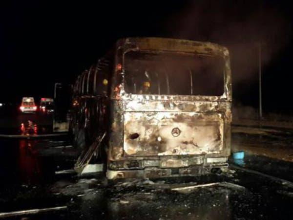 نجاة 50 معتمراً بعد احتراق مركبتهم على طريق مكة- الرياض