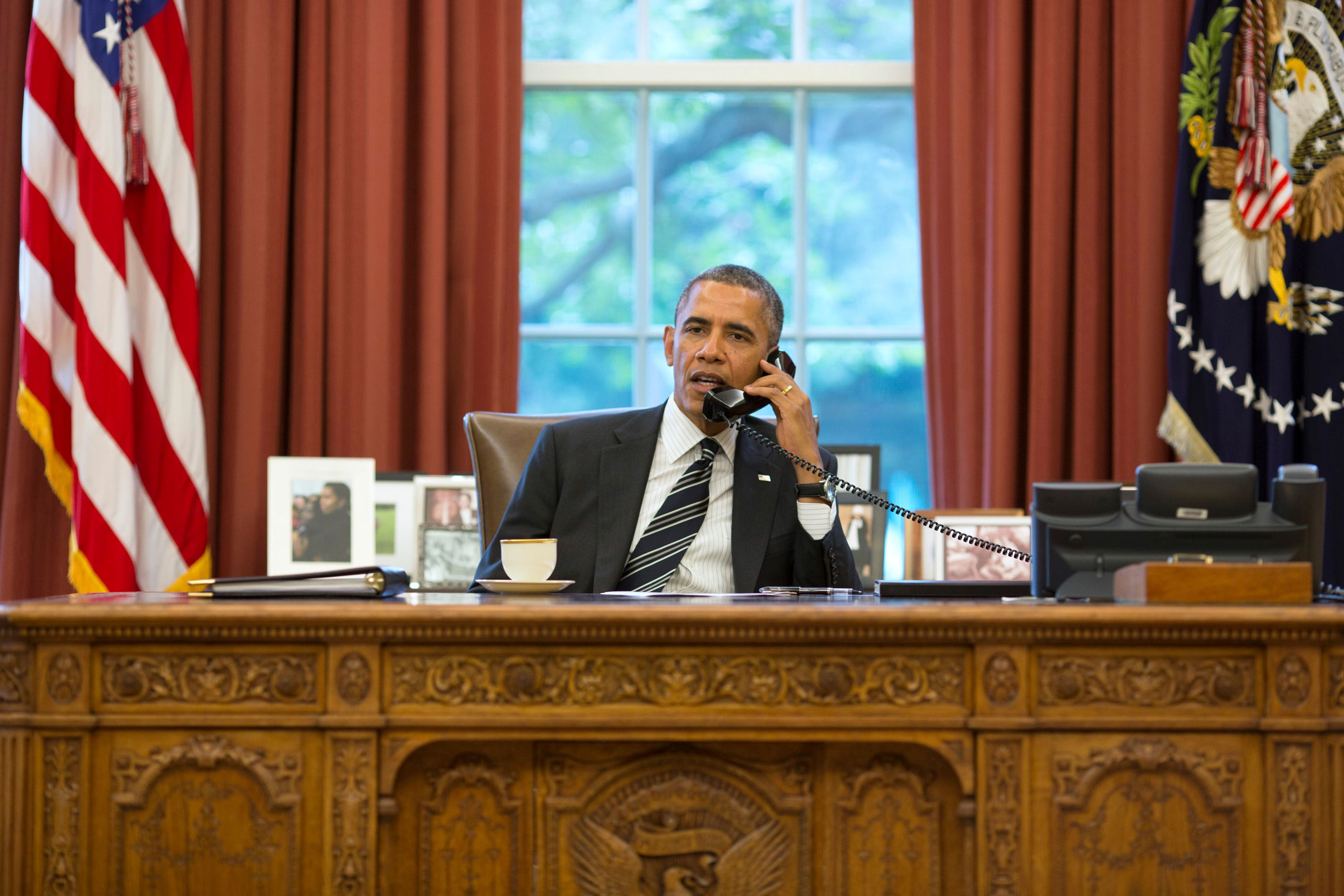 U.S. President Barack Obama talks with Iranian President Hassan Rowhani during a phone call in the Oval Office at the White House in Washington, Sep. 27, 2013. (File photo: Reuters)