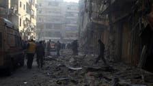 البراميل المتفجرة تقتل 30 شخصاً في سوق شعبية بحلب