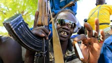 Armed groups 'close in' on South Sudan town