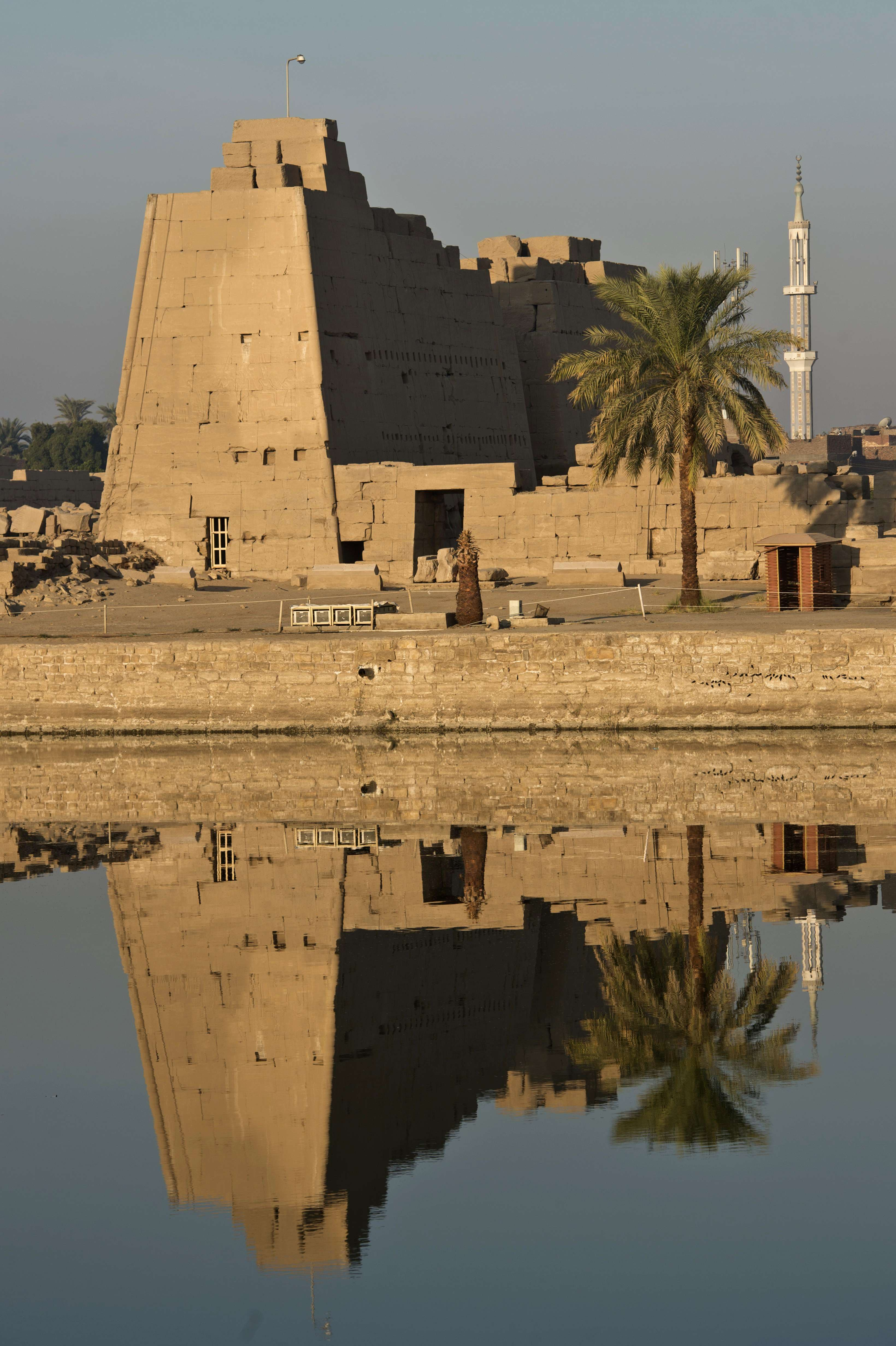 Conflict turns Egypt's Luxor to ghost town
