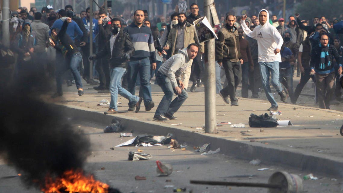 Supporters of Muslim Brotherhood and ousted Egyptian President Mohammad Mursi clash with riot police during clashes at Nasr City district in Cairo, Jan. 3, 2014. (Reuters)