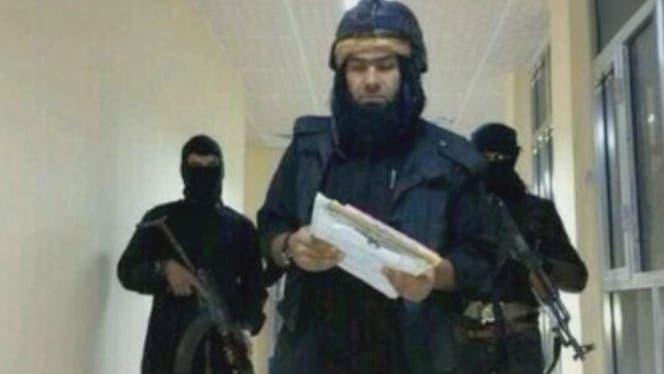 القيادي في تنظيم داعش شاكر وهيب في مركز شرطة بالأنبار