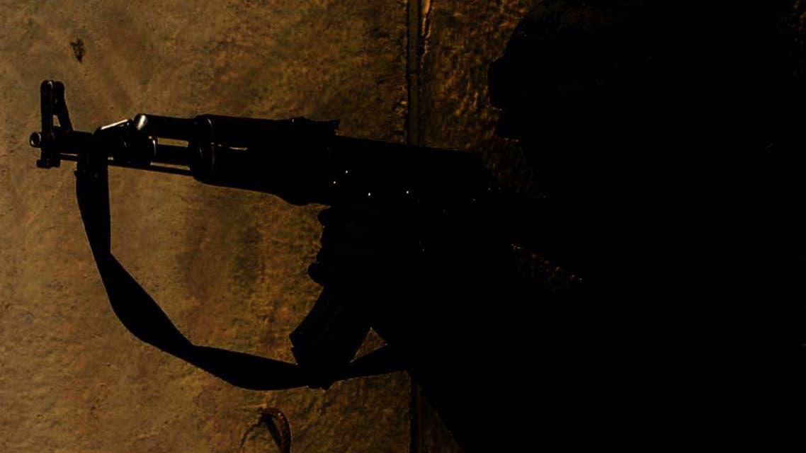 مسلح مجهول يطلق النار من سلاح آلي