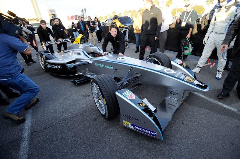 سيارة رينو لسباقات الفورمولا ون Spark-Renault SRT_01E تعمل بالكهرباء