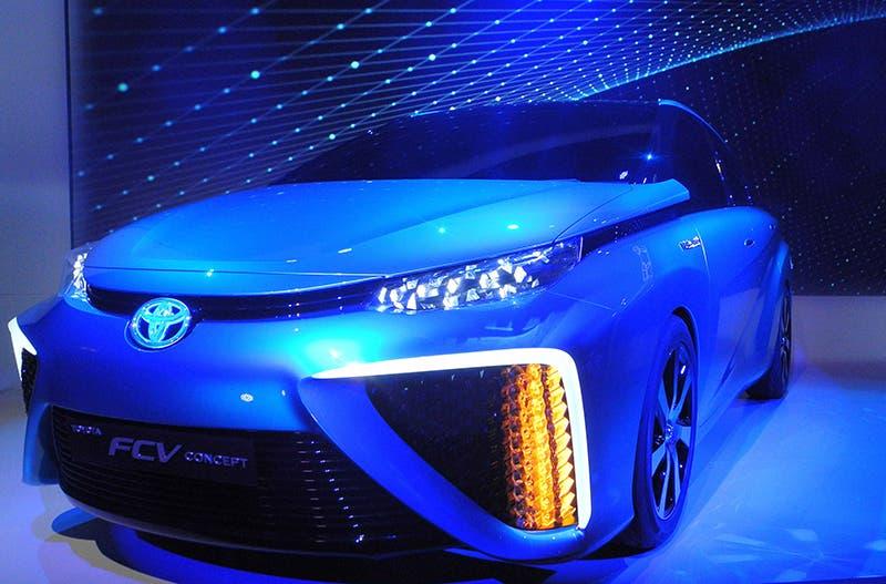 تويوتا عرضت سيارة تعمل بخلايا الهيدروجين