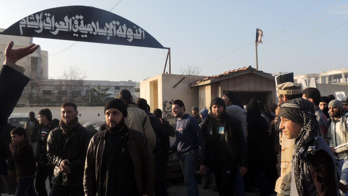 ثوار يحاصرون مقر داعش في حلب