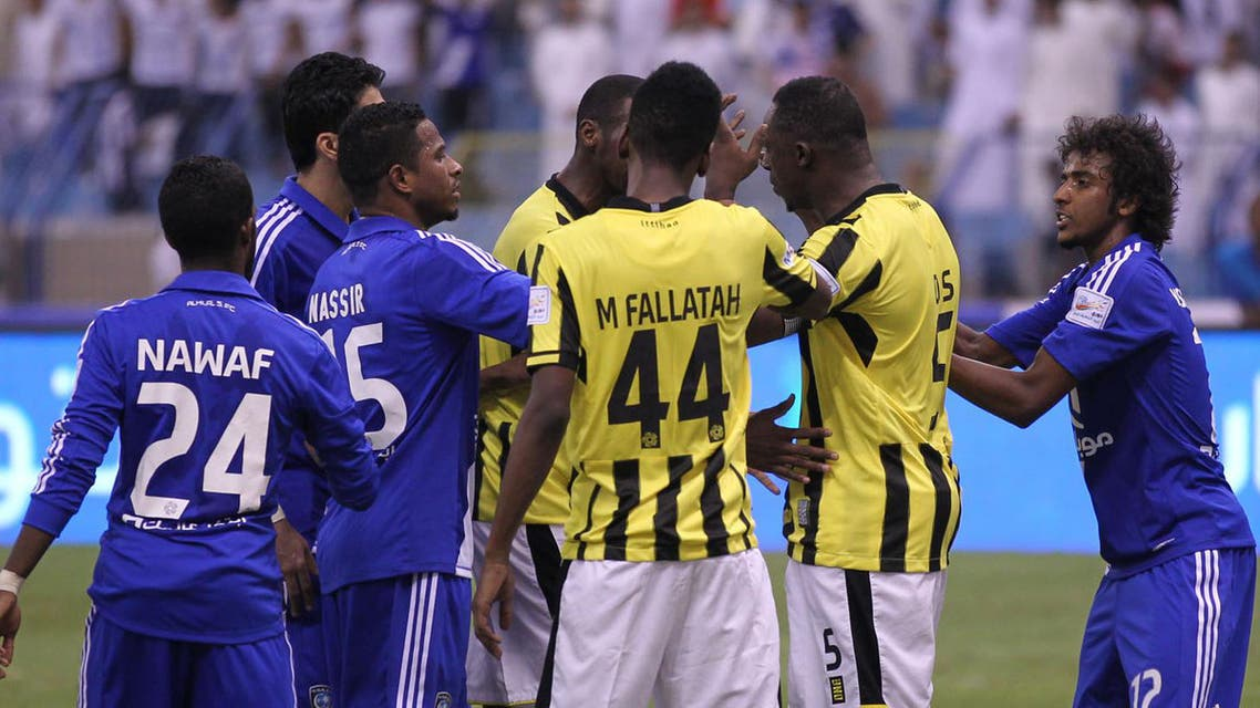 لقطة من لقاء الفريقين في الدور الاول والدي انتهى هلاليا 5-2 (تصوير - محمد الضاوي)
