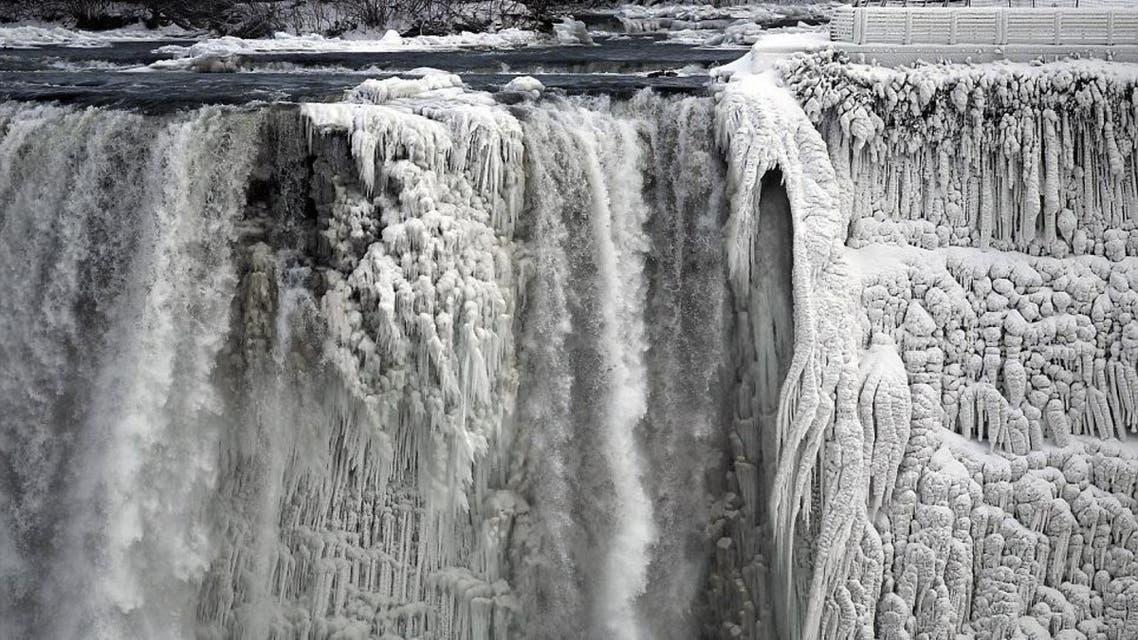 موجة البرد تجمد شلالات نياجرا