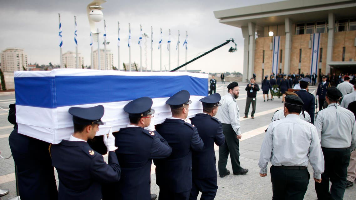 Members of the Knesset guard carry the flag draped coffin of former Israeli prime minister Ariel Sharon as he is laid in state at the Knesset, Israel's parliament, in Jerusalem January 12, 2014.