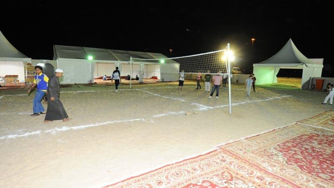 أمانة مكة تنزه موظفيها عبر مخيم بري