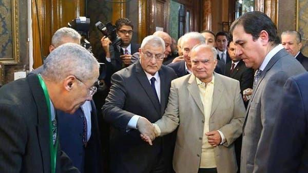 الرئيس المصري عدلي منصور اثناء التصويت على الدستور