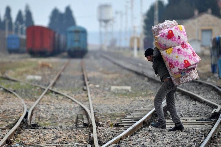 سوري يعبر الحدود نحو تركيا قرب غازي عنتاب