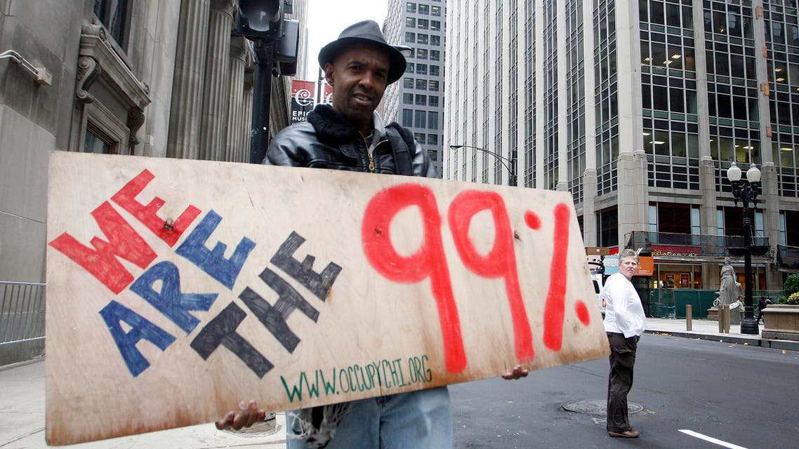 Loren Taylor, a 50 year-old musicia, poses for a portrait at the Occupy Chicago camp across from the Chicago Board of Trade and the Federal Reserve Bank in Chicago, Illinois, Nov.9, 2011. (Reuters)