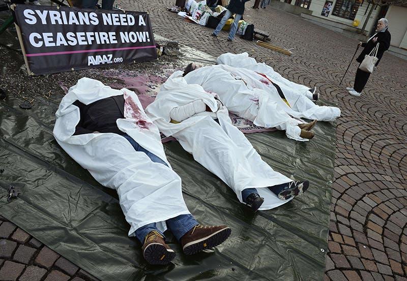 ناشطون بمحيط مؤتمر جنيف 2 يطالبون بوقف النار فوراً في سوريا