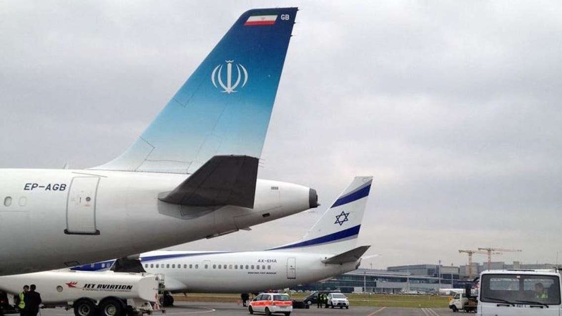 الطائرة الرسمية الإسرائيلية بجانب نظيرتها الإيرانية في المطار