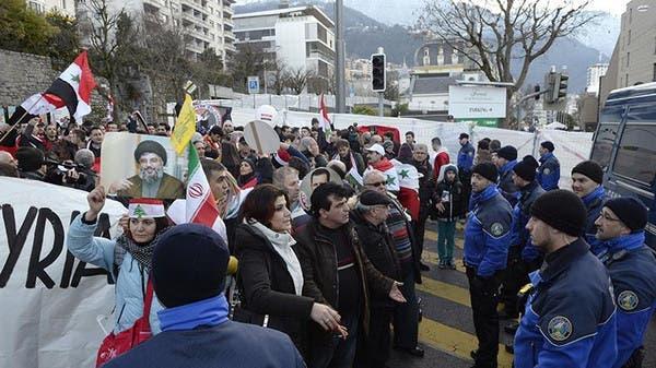 متظاهرون مؤيدون للنظام في محيط مؤتمر جنيف 2