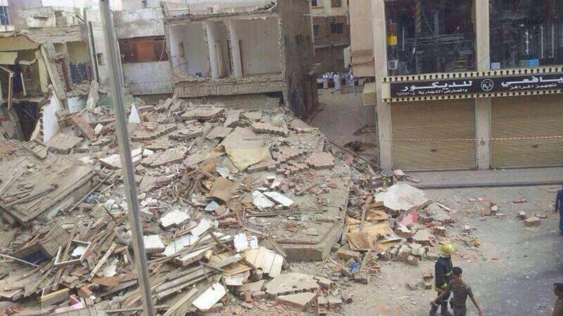 انهيار مبنى من ثلاثة طوابق في جدة