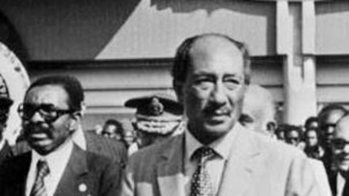 aAnwar Sadat, seen here in 1975, recalled banning the Muslim Brotherhood in his memoirs. (File photo AFP)