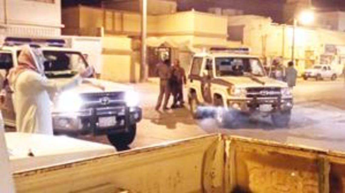 قوات الأمن  السعودية تحاصر منزل مروج المخدرات في الأفلاج