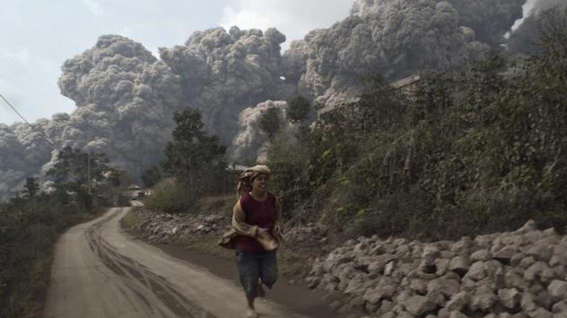 ثوران بركان سينابوونغ في إندونيسيا