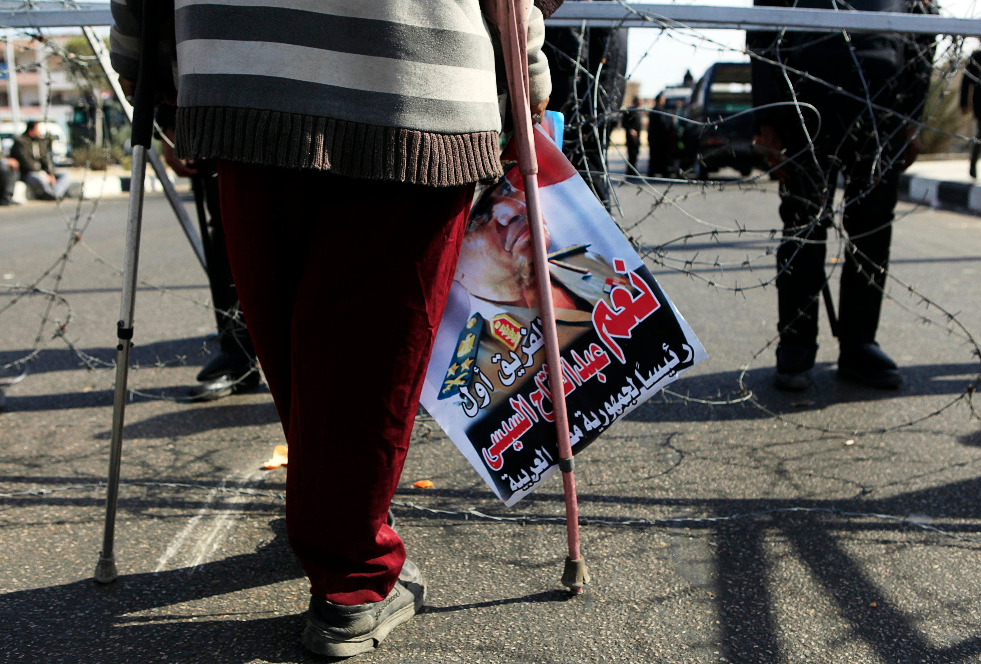 Egyptians protest outside Mursi trial