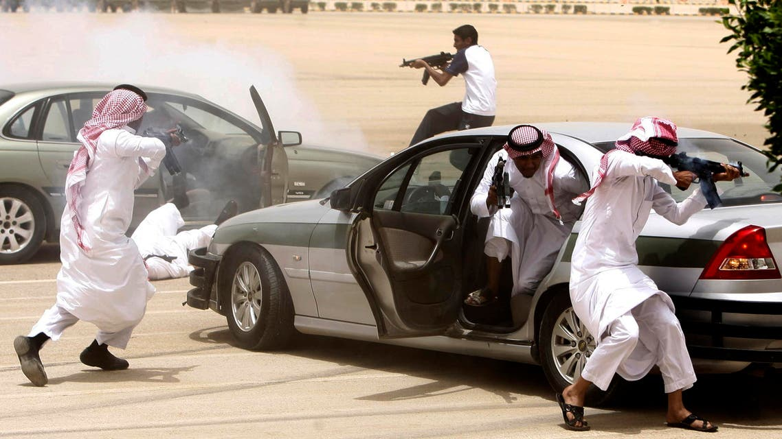 Graduating soldiers from the Saudi special forces' anti-terror unit demonstrate their skills in protecting VIPs under attack in Riyadh. (File photo: Reuters)