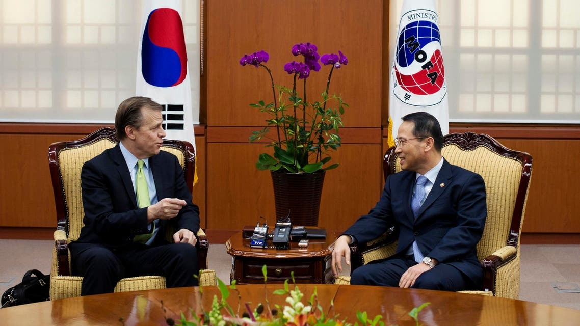 U.S. Special Representative for North Korean Policy Glyn Davies (L) speaks with South Korean Vice Minister of Foreign Affairs Kim Kyou-hyun during their meeting at the Foreign Ministry in Seoul January 29, 2014. reuters