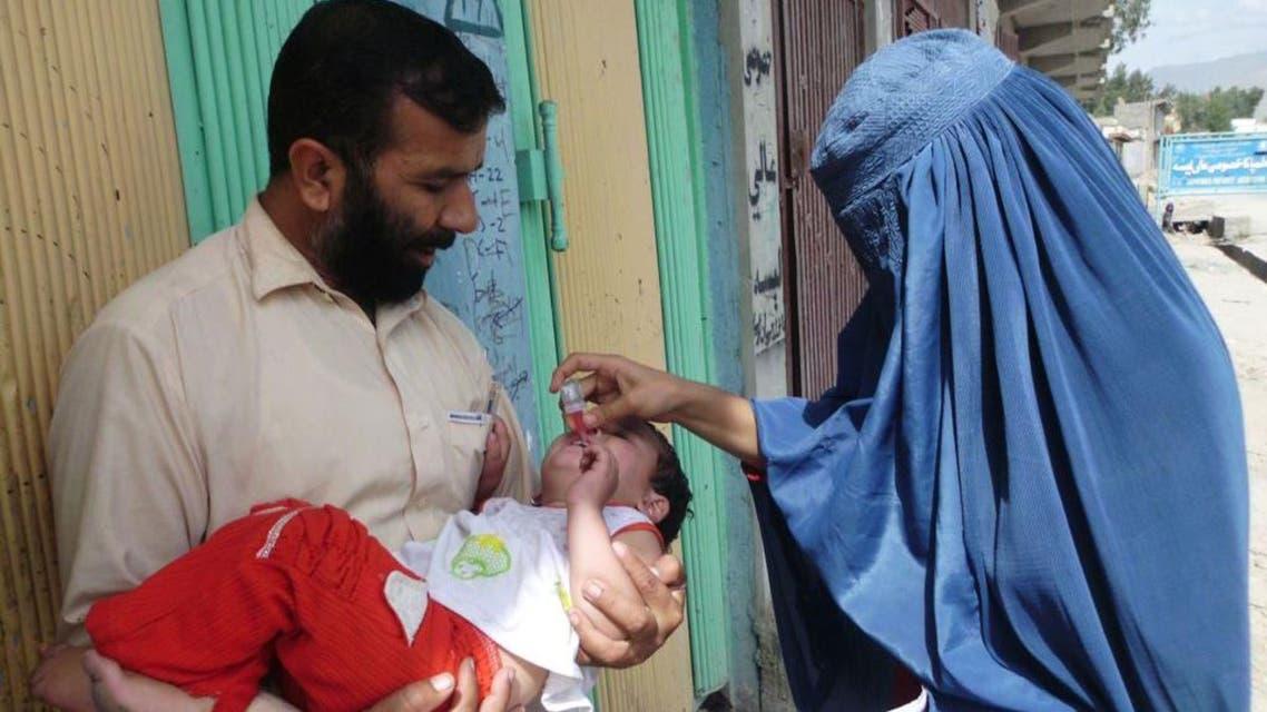 تطعيم الاطفال في افغانستان ضد مرض شلل الاطفال