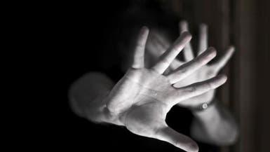 فيديو مؤلم.. 3 شبان يعذبون طفلاً سورياً في لبنان