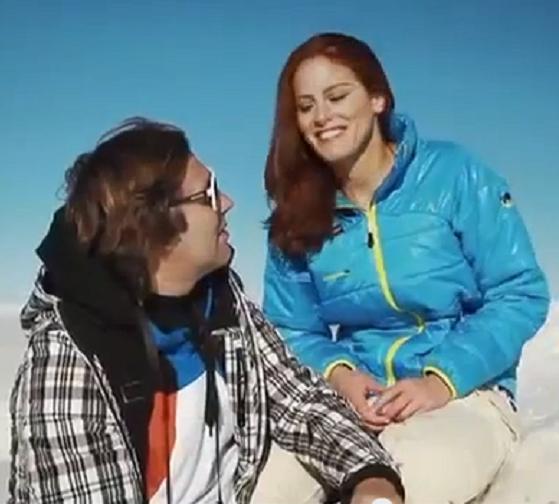 اللقطة الوحيدة التي يظهر فيها مع جاكي في الفيديو