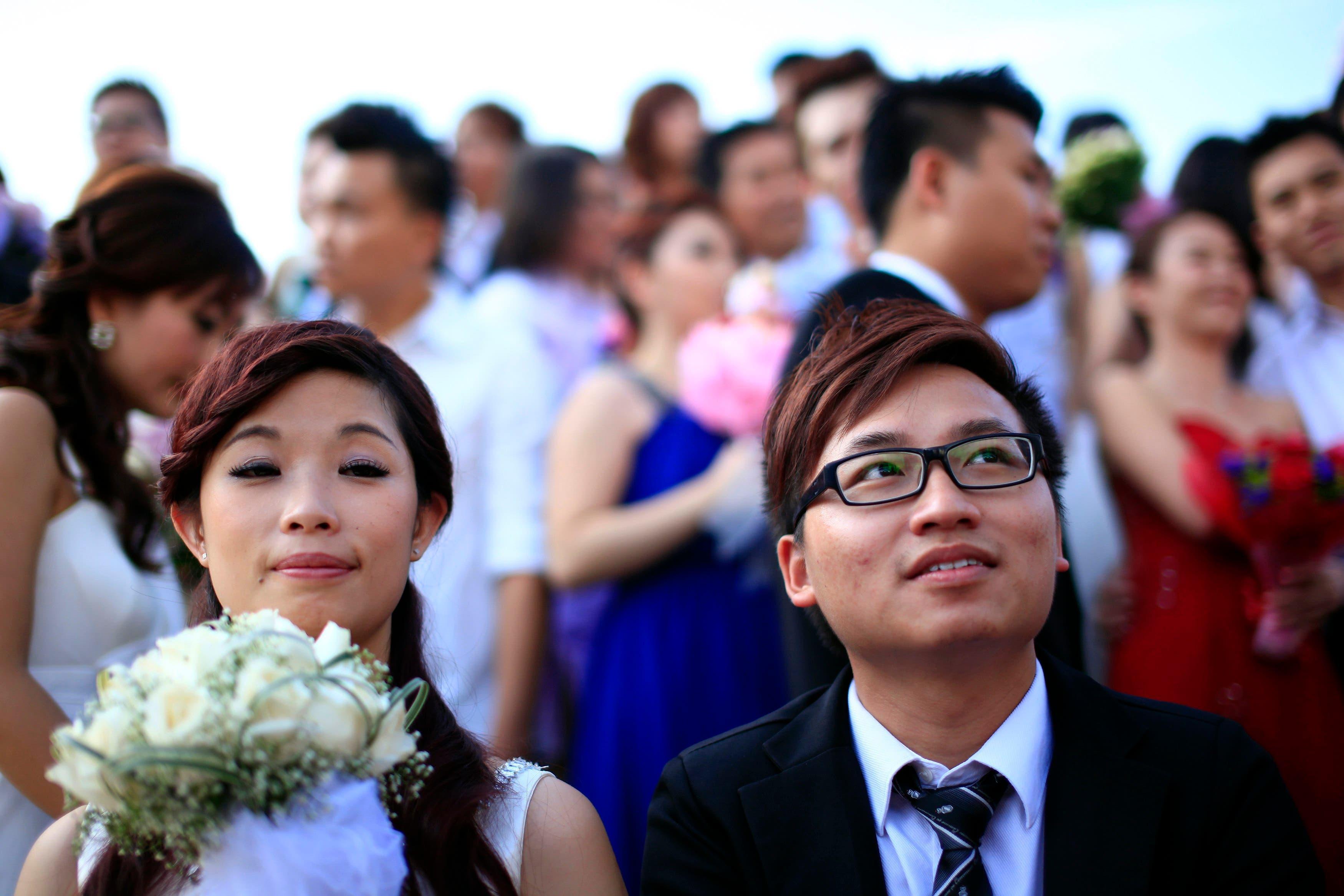 Love birds tie the knot in Malaysia mass wedding