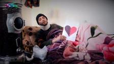 سوريون يواجهون قنابل الموت بقلوب عيد الحب