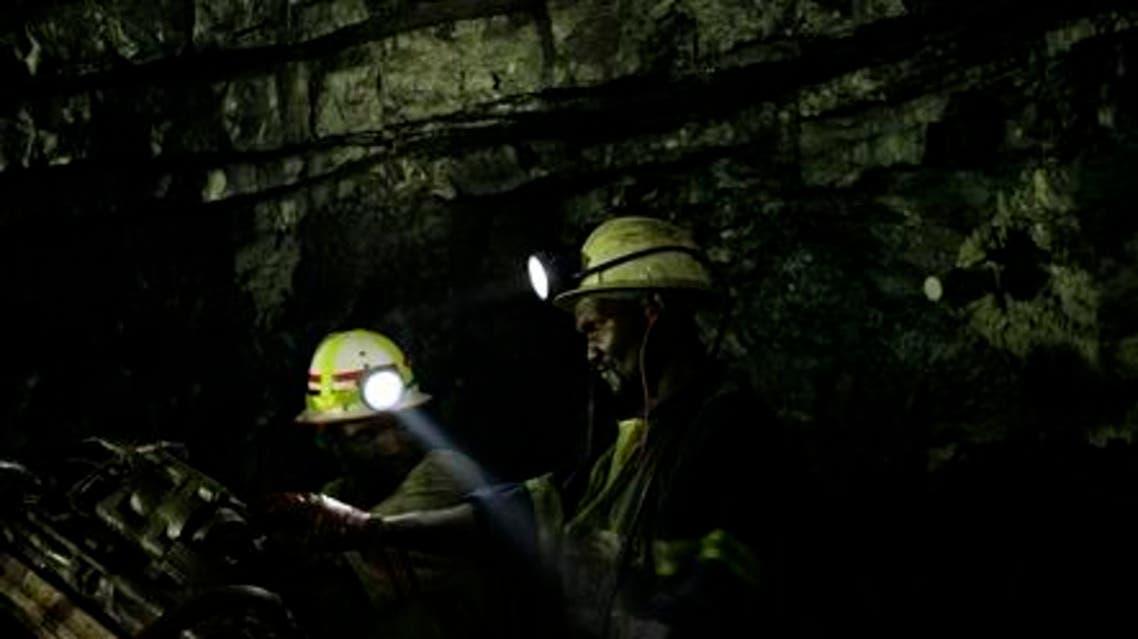 عمال منجم ذهب في جنوب افريقيا