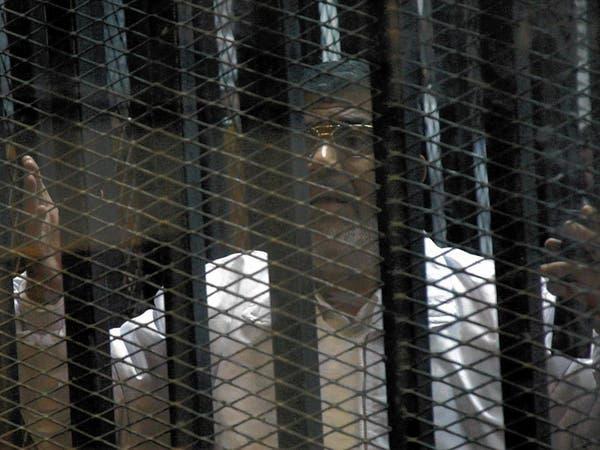 """فيديو.. جدل """"القفص الزجاجي"""" يؤجل محاكمة مرسي"""