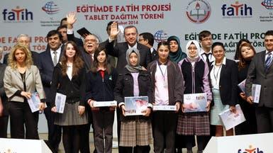 """أردوغان يدعو الشباب إلى ألا يكونوا """"عبيداً للإنترنت"""""""