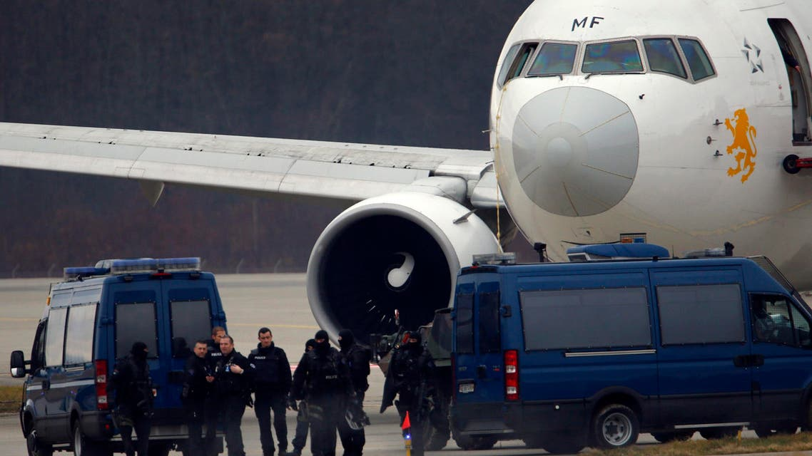 Police officers walk back to their vehicles after helping passengers disembark from the hijacked Ethiopian Airlines flight ET 702 at Cointrin Airport in Geneva Feb. 17, 2014. (Reuters)