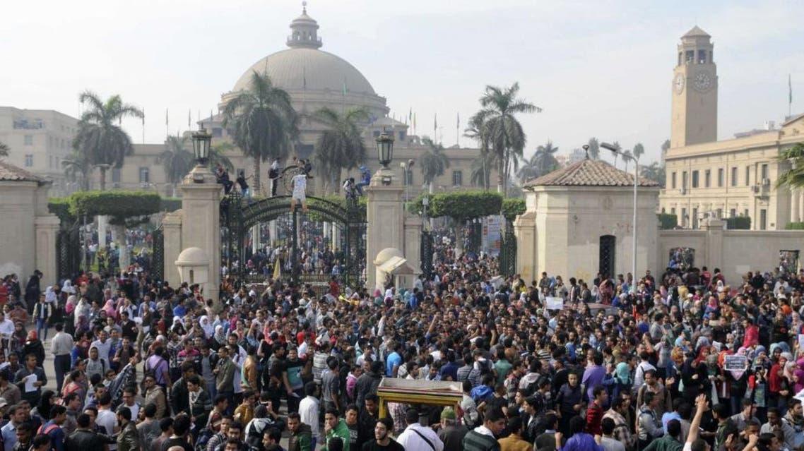 تجمعات واعمال شغب امام جامعة القاهرة