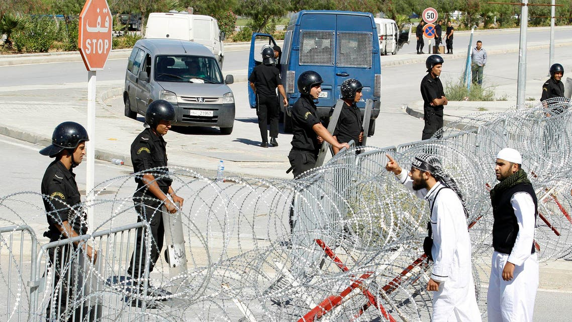 Protesters argue with riot policemen during a demonstration in front of the U.S. Embassy in Tunis Sept. 14, 2012. (File: Reuters)