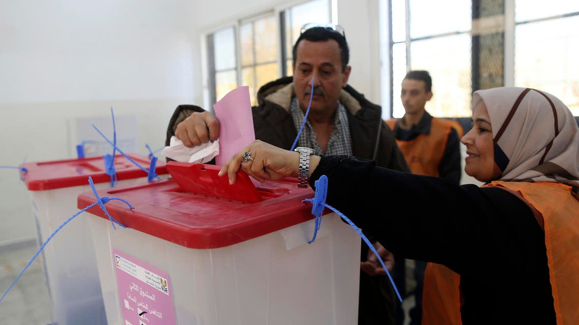 A man casts his ballot during a vote to elect a constitution-drafting panel in Benghazi February 20, 2014.  Reuters