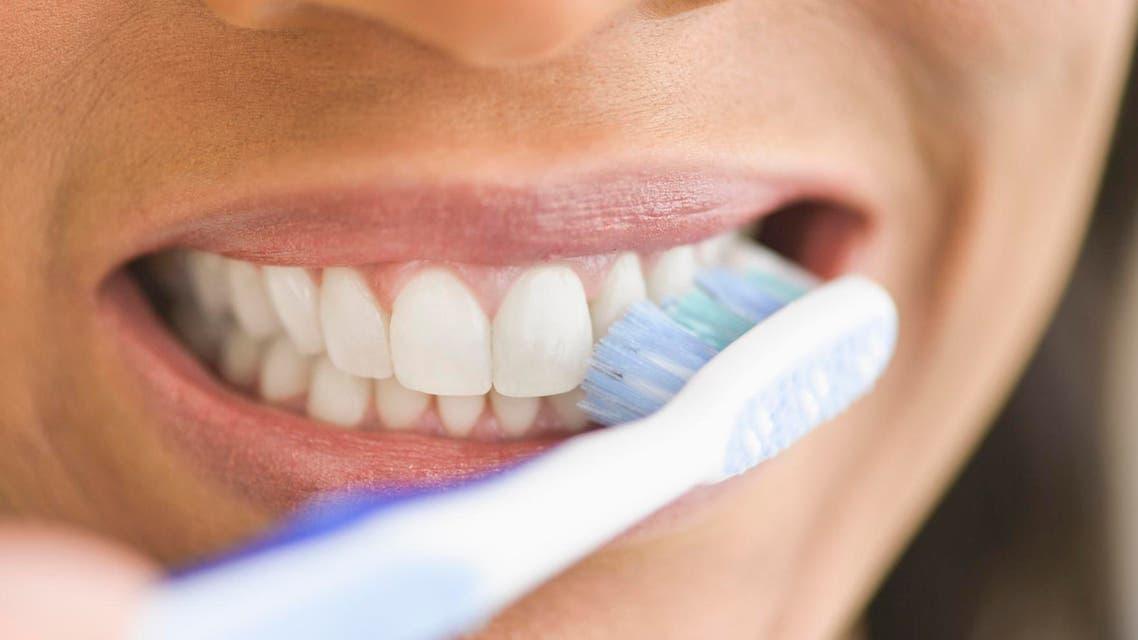 تنظيف الأسنان brushing teeth
