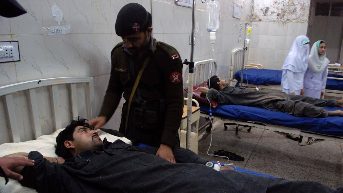 مصابين من جراء الهجوم بالقرب من القنصلية الإيرانية في بيشاور