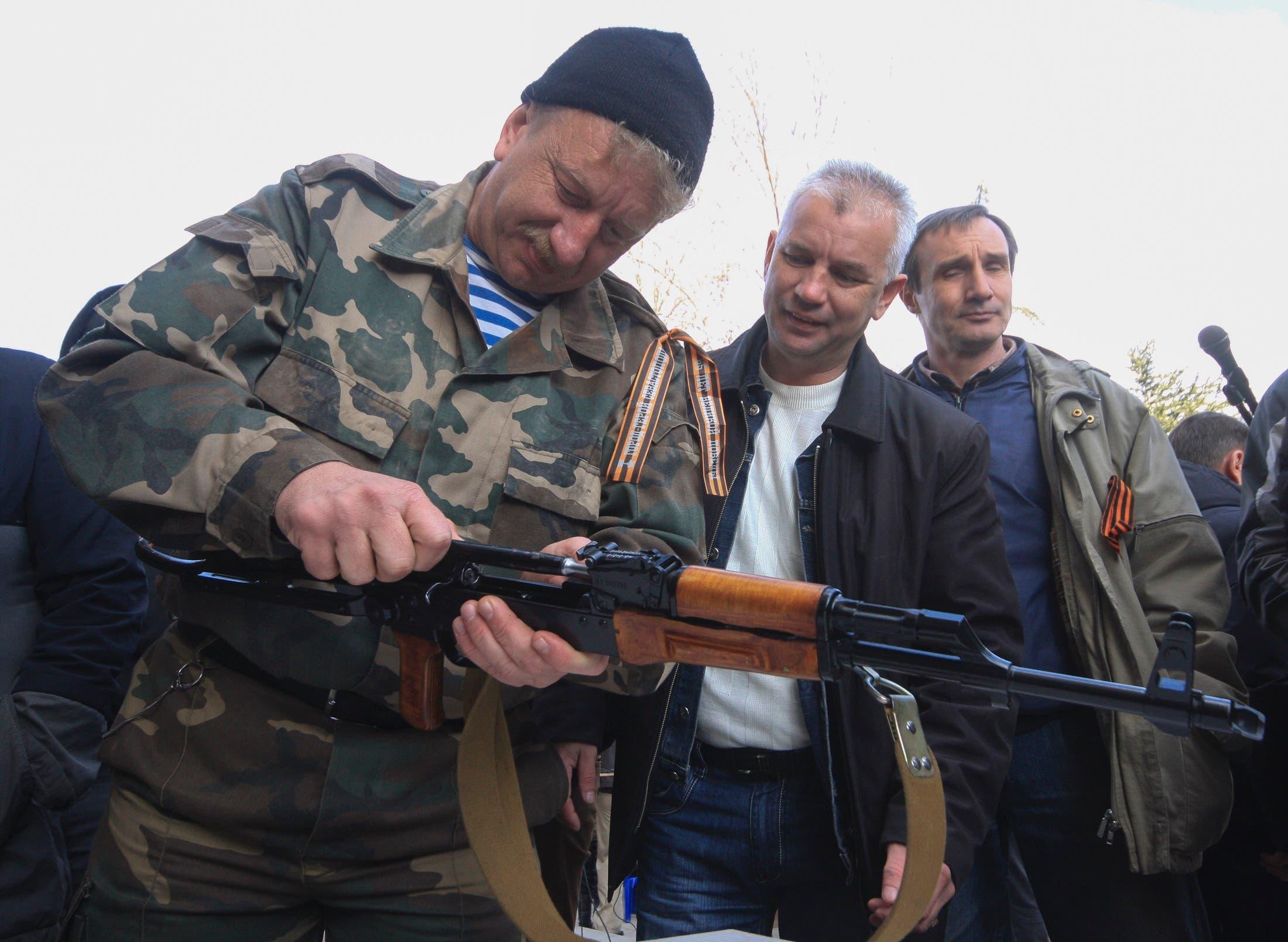 موالون لروسيا شكلوا قوات لمواجهة المعارضين في اوكرانيا