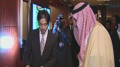 الأمير سلمان يمازح مبتعثا ويذكره بشاعر قبيلته